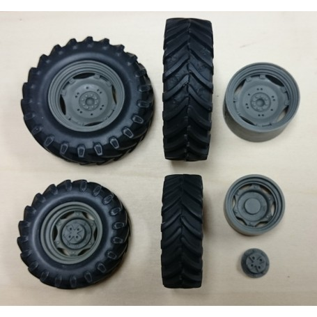 Tractor wheel - 2 front / 2 rear - 1:32